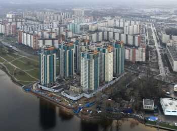 Вид на комплекс и реку Неву